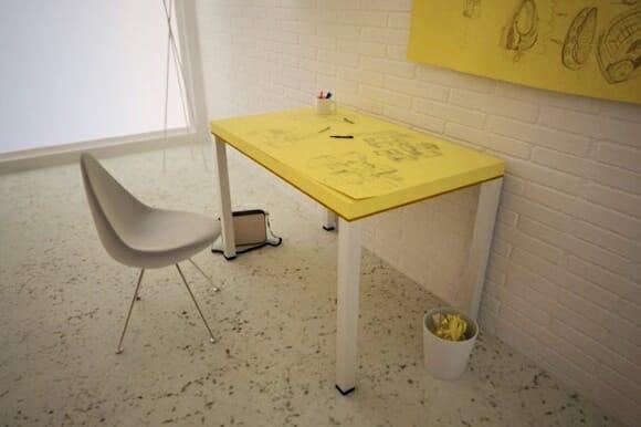 Mesa em forma de Post-It gigante - Errou o desenho? Troque a folha!