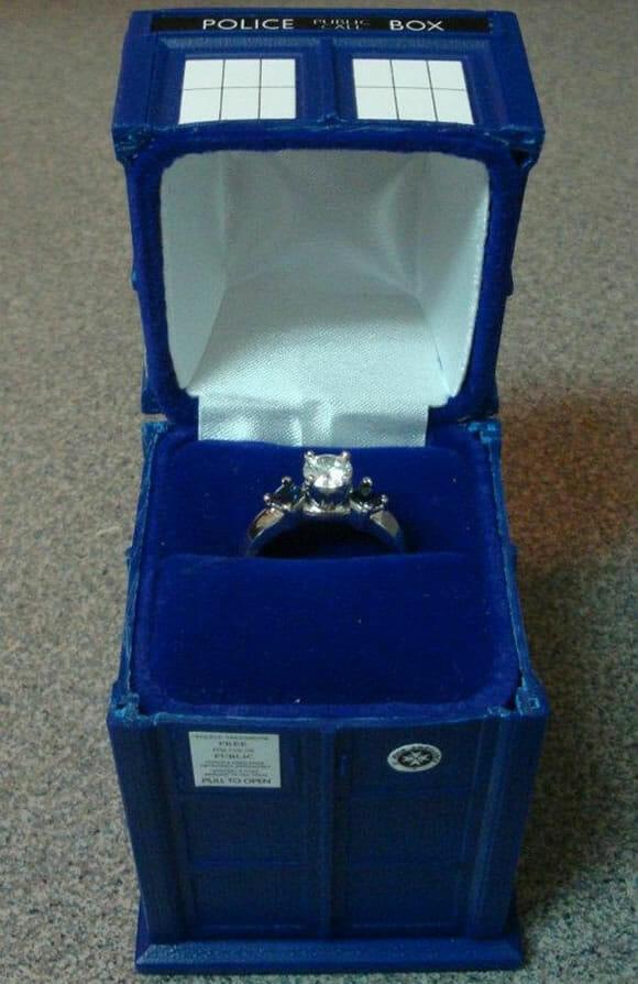 Pedido de casamento com ajuda da TARDIS é bem mais legal!