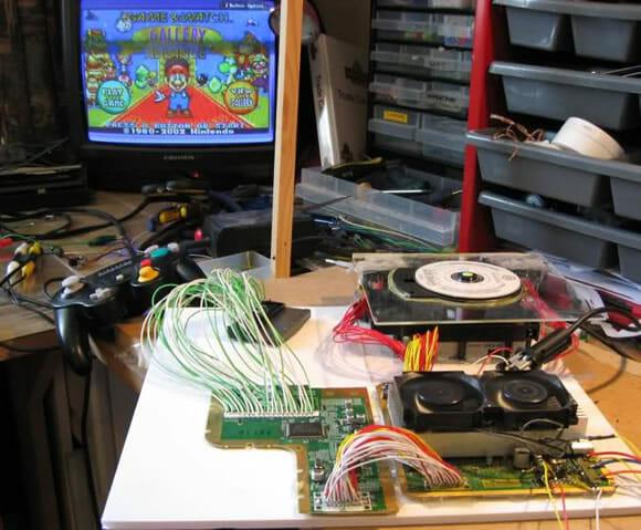 Modder constrói super-videogame que roda jogos de 20 consoles diferentes (vídeo)