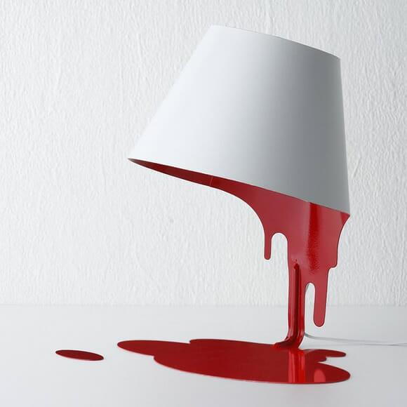 Iluminação sinistra - Abajur criativo imita balde derramando sangue
