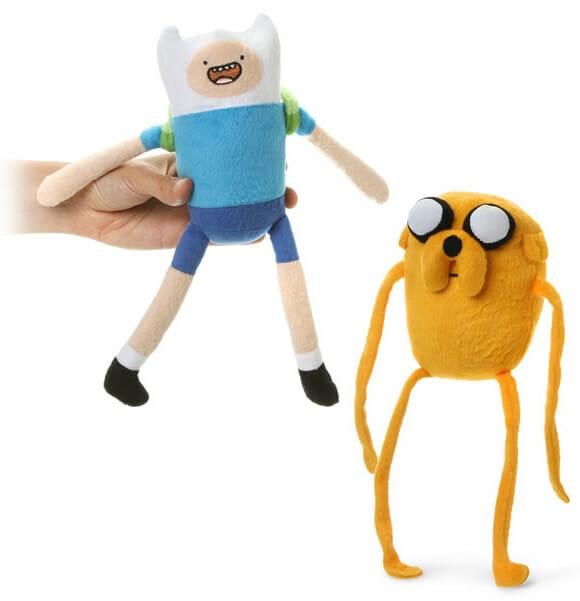É Hora de Aventuras com as pelúcias oficiais de Finn e Jake!