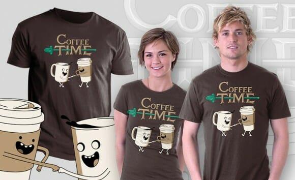 Camiseta Coffee Time tem estampa criativa inspirada no desenho Adventure Time