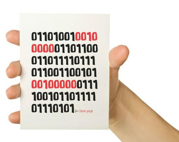 Cartão 01101001... Geeks expressam seus sentimentos em código binário!