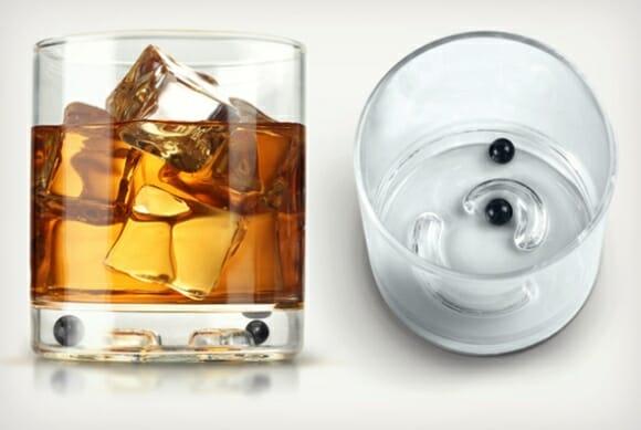 Copo de Whisky criativo possui teste que revela se estamos bêbados ou não