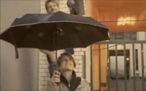 Guarda-chuva que toca música pode te deixar estressado em dias de chuva (vídeo)