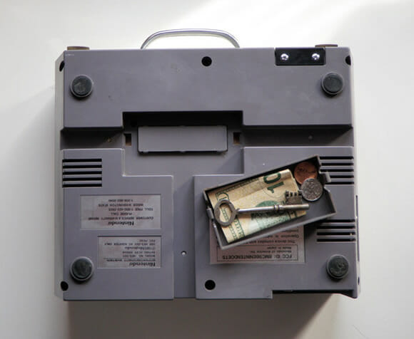 Maleta e carteira feitas com um Nintendinho 8-Bits