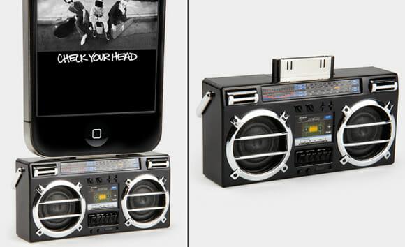 Speaker para iPhones em forma de Boombox amplifica o som de um jeito retrô