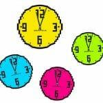 Relógios de parede coloridos e pixelizados