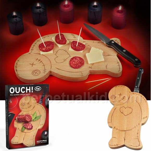 Diversão na cozinha com uma tábua de carne que imita um boneco de vudu