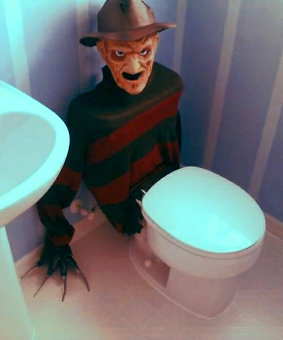 Vaso sanitário Freddy Krueger - Suas necessidades agora serão pesadelos diários!