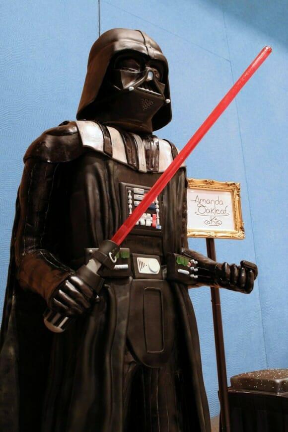 Bolo Darth Vader em escala real - Venha para o lado negro da dieta!