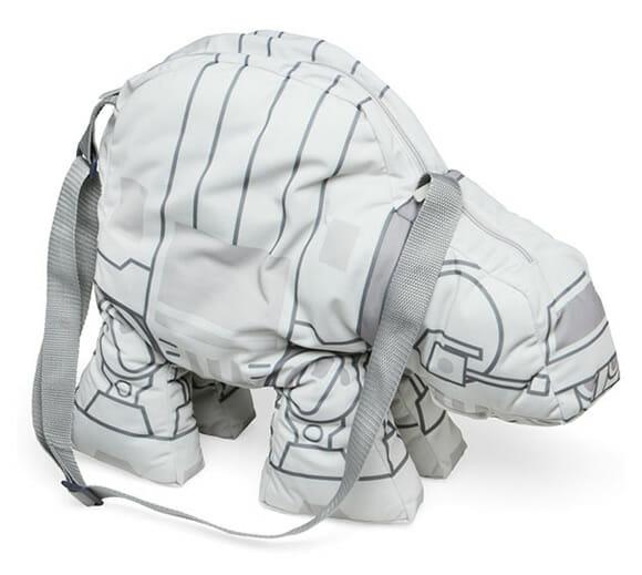 Troque aquela sua bolsa velha por uma bolsa AT-AT Star Wars de pelúcia!