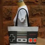 Bolsas inspiradas em temas geeks como Star Wars, Nintendinho 8-Bits e games antigos
