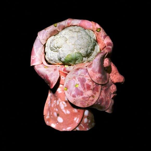 Esculturas de partes do corpo humano feitas com comida