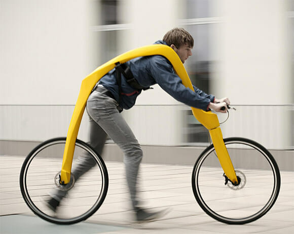 """Bicicleta no estilo """"Flintstones"""" talvez seja a invenção mais esquisita que você já viu"""