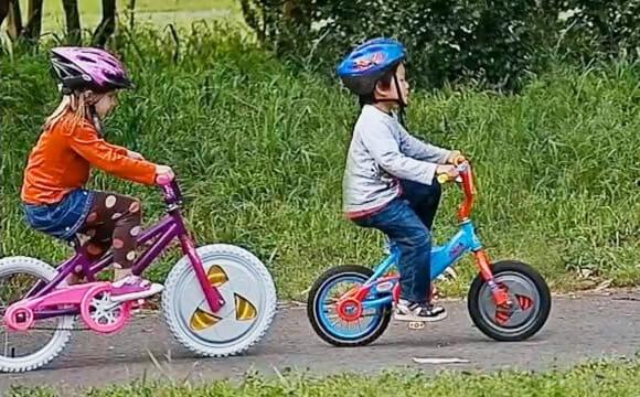 Adeus rodinhas: Gyrobikes ensinam crianças a andarem de bicicleta como mágica! (vídeo)