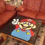 Decoração geek: Mesa de centro personalizada com mosaico do Super Mario