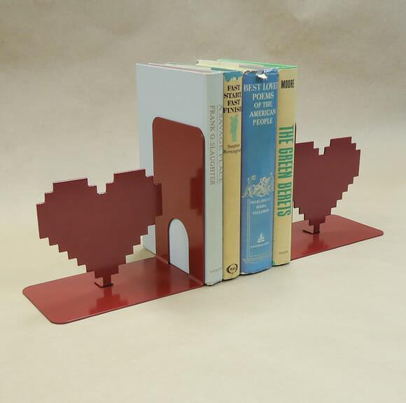 Porta-livros coração 8-Bits
