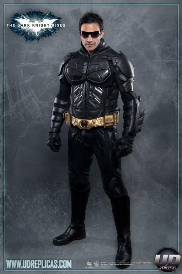 Traje para motociclistas inspirado na roupa que Batman usa no filme O Cavaleiro das Trevas Ressurge