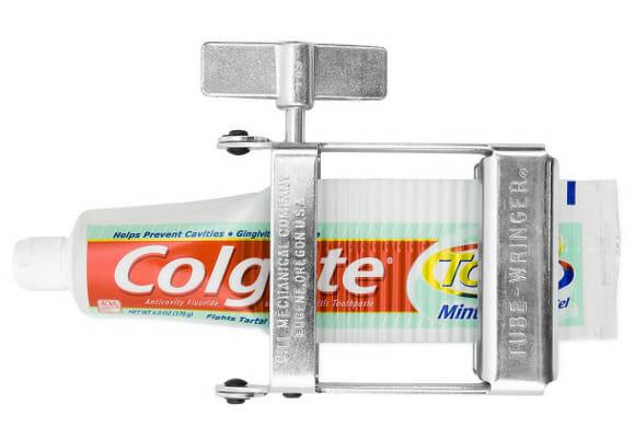 """Tube-Wringer te ajuda a aproveitar até a """"última gota"""" de creme dental"""