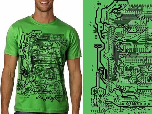 Camiseta circuito impresso é indicada para quem curte eletrônica