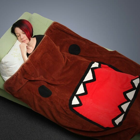 Cobertor Domo-kun para ficar quentinho em sua caverna assistindo televisão