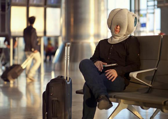 Almofada portátil bizarra permite que você durma confortavelmente em qualquer lugar