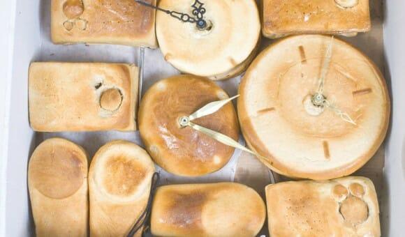 Designer cria pães em forma de eletrônicos totalmente funcionais