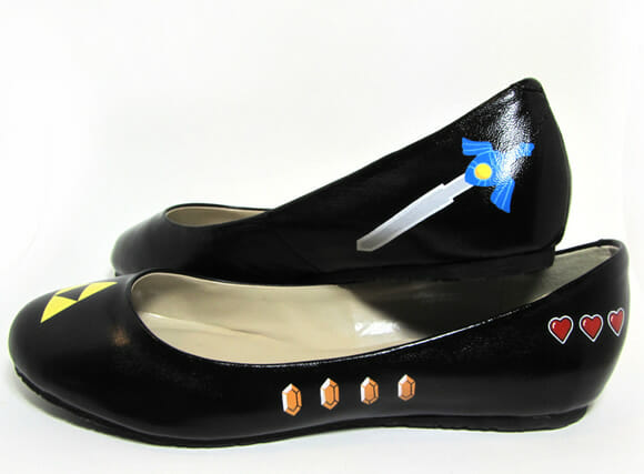 Sapatilhas customizadas com o tema Zelda e Super Mario