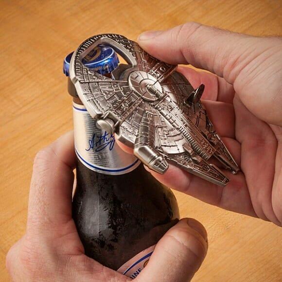 Abridor de garrafas tem formato da Millennium Falcon de Star Wars