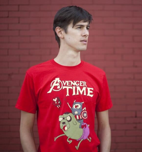 É Hora de Avengers com a camiseta Avenger Time!