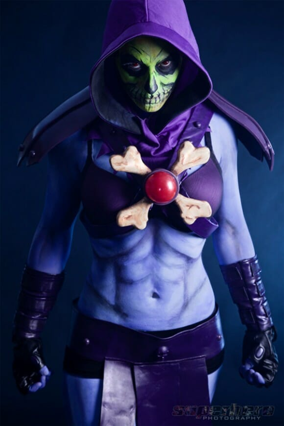Cosplay feminino do personagem Esqueleto do He-Man