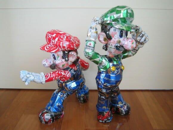 Artista cria esculturas de personagens famosos feitos com latinhas recicladas