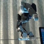 Japonês constrói robô equilibrista que anda na corda bamba (vídeo)