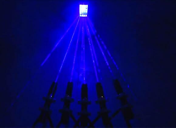 Vídeo exibe um iPhone 5 novinho em folha sendo destruído por lasers de alta potência