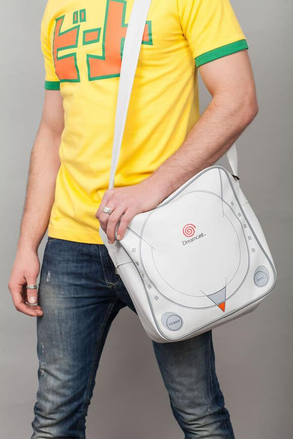 Moda geek: Bolsas se parecem com os videogames Dreamcast e Mega Drive