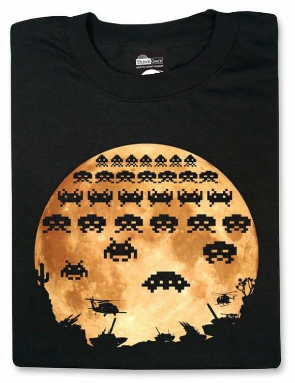 Camiseta Moon Invasion baseada nos Space Invaders