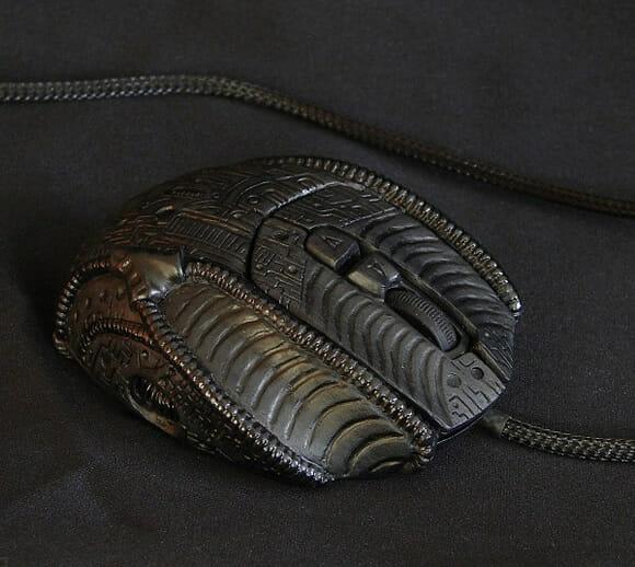 Mouse personalizado com o tema Alien é uma verdadeira obra de arte!