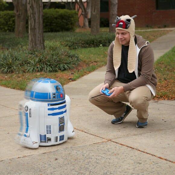 Brinquedinho geek: R2-D2 inflável controlado por controle remoto