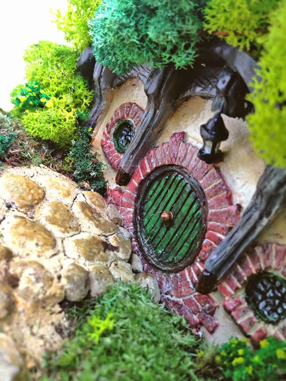 Isso é muito legal do dia: Terrário com miniatura de casa de Hobbit