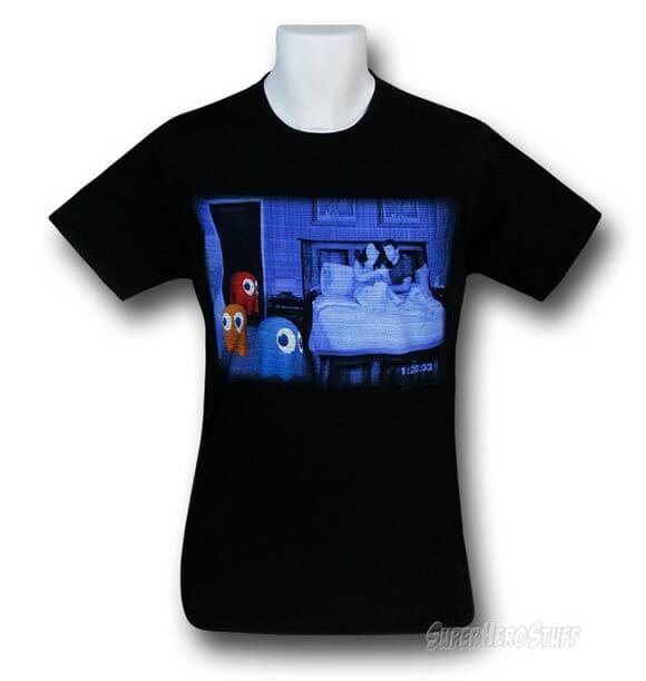 Camiseta Paranormal Ghosts mistura fantasmas de Pac-man com o filme Atividade Paranormal