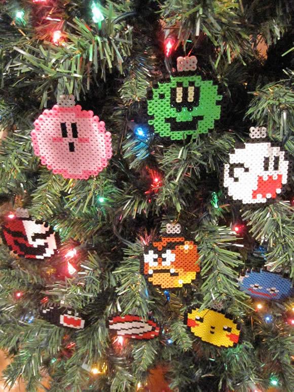A árvore de Natal fica mais legal com enfeites dos personagens da Nintendo!