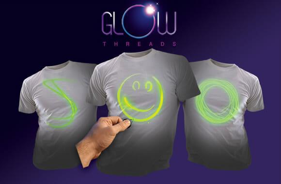 Camiseta interativa permite que você desenhe sua própria estampa usando luz negra (vídeo)