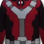 Blusa do Deadpool tem capuz que parece máscara do personagem