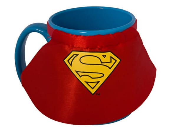 Canecas do Super-Homem e Batman vêm com capas de super-heróis
