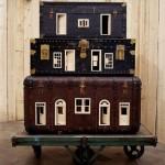 Artista constrói miniaturas de hotéis usando malas antigas