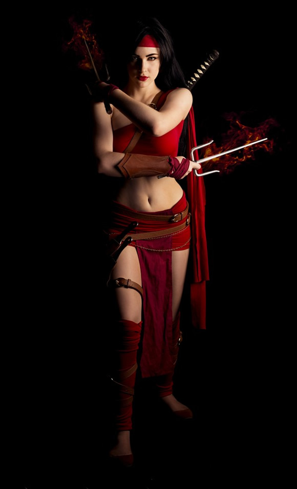 Cosplay da personagem Elektra da Marvel