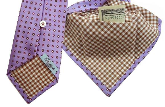 Gravata com bolso secreto é prática e ideal pra quem não gosta de usar carteira