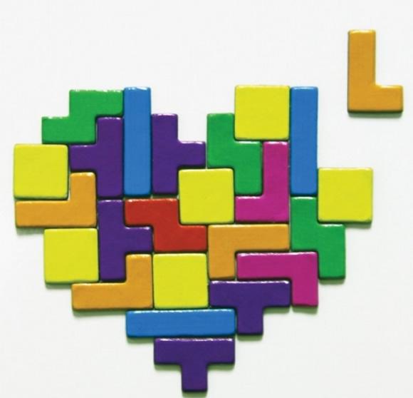 Brinque de Tetris em sua geladeira com os ímãs em forma das peças do jogo