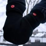Smitten - Uma criativa luva de tricô feita para casais andarem de mãos dadas